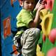 Baby leert klimmen